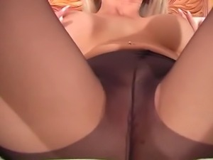 Lonnie Waters pantyhose