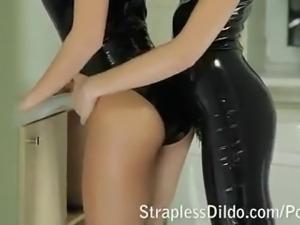 Kinky feeldoe fuck in black latex