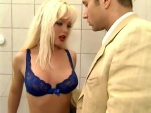 Silvia Saint no Banheiro free