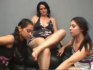 Chubby mature has her feet worshipped by two teens