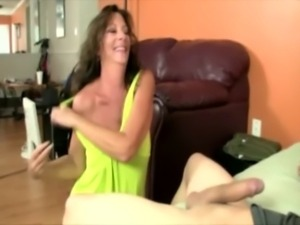 Giving cougar lady is jacking off free