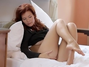 Amazing redhead babe showing pussy