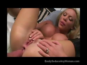 MILF In 3some Action