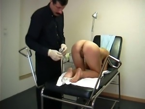 Teen visits a perverted gynecologist