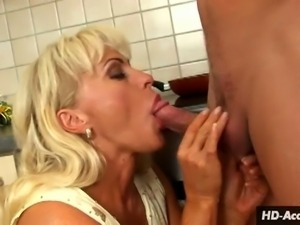 Hungry mature gets kinky