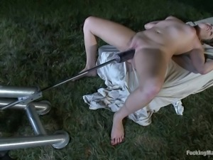 young slut ashlynn cums from a fucking machine