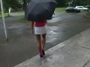LGH - Tamia High Heels und Nylons im Regen
