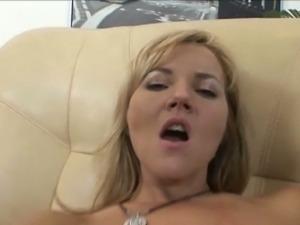 Zlata opens her asshole a deep fist