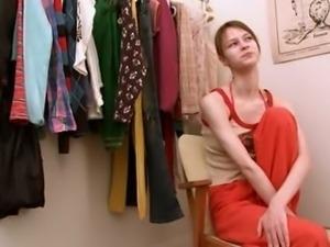 Beata coed fingering in dressing room
