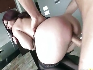 Tiffany Mynx - MILF huntress