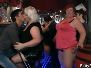 Mature bbw get nasty at the pub