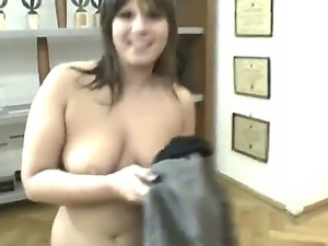 A young chubby babe likes to take huge cocks into mouth and lick balls front...