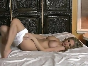 The astounding blonde babe Jenny McClain shows us her fantastic natural body,...