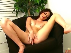 Pale skinny babe Kira Kennedy with small titties stretches and fingers her...