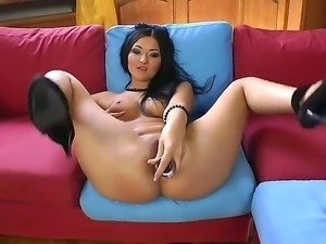 Amazing Asian sexdoll with sexy look and great forms Vanessa Vaughn gets a...