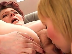 Redhead granny Eliz gets her pussy licked with a young sexy blonde babe Hetty...