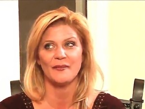 Ginger Lynn really wants to seduce Mia Presley for sweet  lesbian pleasure