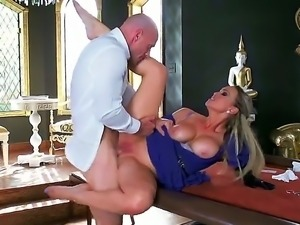 Pornstars Abbey Brooks and Johnny Sins are ready for a hardcore action