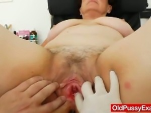 Chubby mature gets her hairy pussy examined