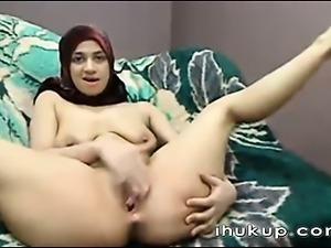 Arab girl masturbates on web cam -