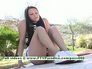Michelle angelic brunette woman flashing pussy in the great outdoor