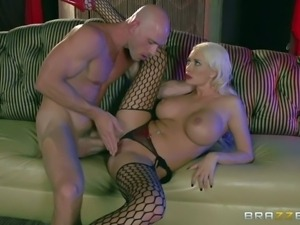 Pornsharing.com the best tube : Summer Brielle is a busty good looker that...