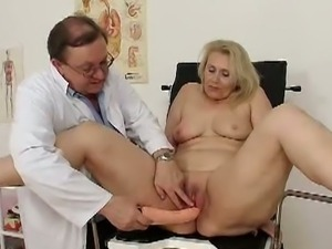 Granny yvonne gaped and toyed in pussy