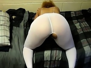 Wife is showing her big ass in spandex