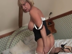 Sexy British mature pornstar Jane Bond gets off with her favourite vibrator...