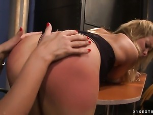 Brunette Mandy Bright has some time to give some sexual pleasure to lesbian...