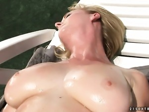 Blonde enjoys love tunnel stretching in crazy hardcoreaction with hot dude