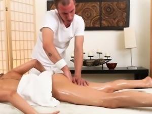 Riley Reid gives masseur head