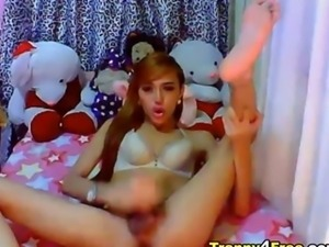 Cute Tranny Plays her Dick