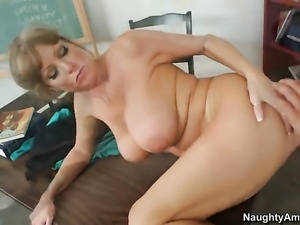 Darla Crane with gigantic jugs and trimmed pussy finds herself getting used...