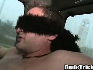 Amateur stud gets blowjob while blindfolded