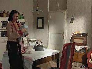Regina Sipos - Une Paysanne demonter par des soldats