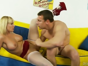 Mellanie Monroe makes Jerry happy by sucking his cock