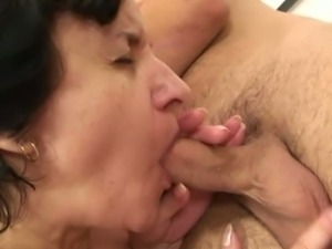 Mature tourist picked-up for a deep fuck