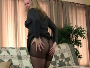 Mom\'s sure-fire masturbation technique