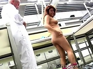 Young redhead juggy seduces her old boss during the break