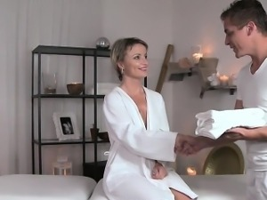 Masseur rubs pussy to blonde babe and fucks her
