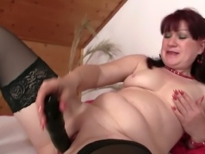 Aged mom fucking a dildo and her daughter's lover