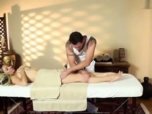 Blonde babe nice massage