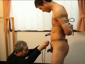 Amateur asian gets bound