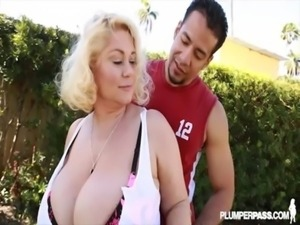 Mature BBW Babe Fucks Buff Boxer free