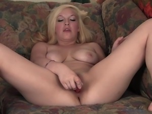 Smiling Blondie Melody Masturbating Her Pussy