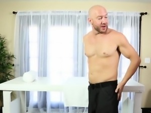 Masseuse titfucks client