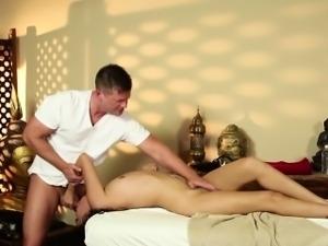 Duped massaged latina