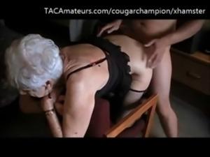 vovó velha de 95 anos sendo fudida e levando porra na cara free