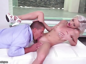 Blonde makes her sex dreams a